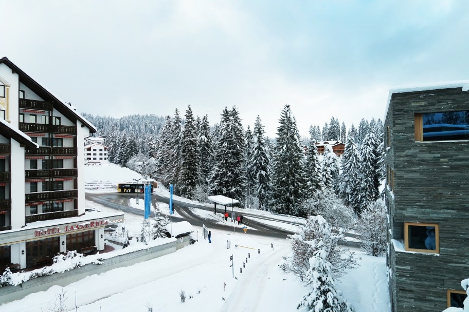 Snow is Falling in the Alps!