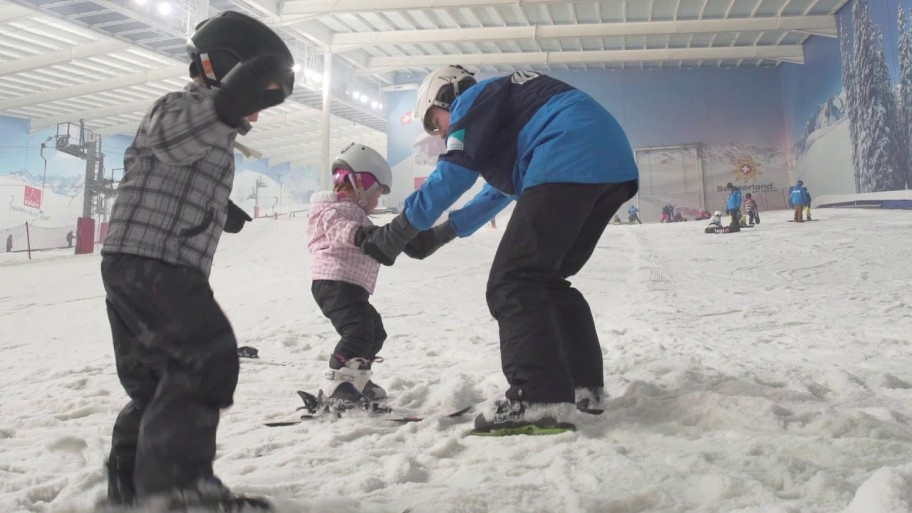 At What Age can Kids Learn to Ski or Snowboard?